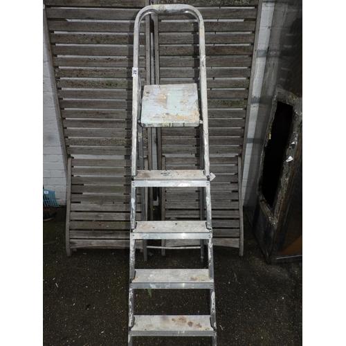 28 - Folding Aluminium Steps...