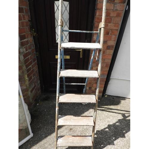 25 - Folding Ladders...