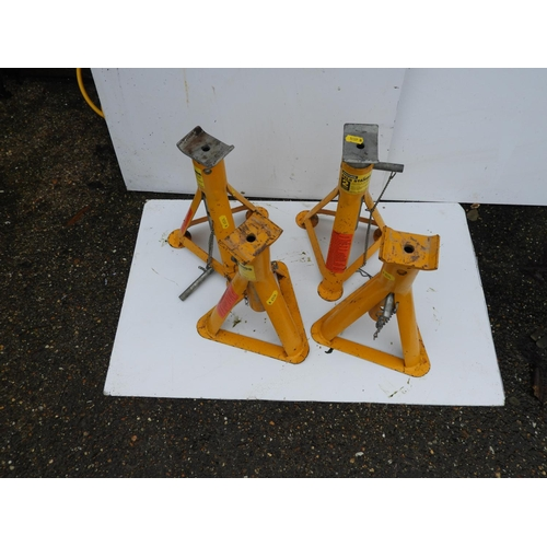 43 - 2x Pairs of Axle Stands...