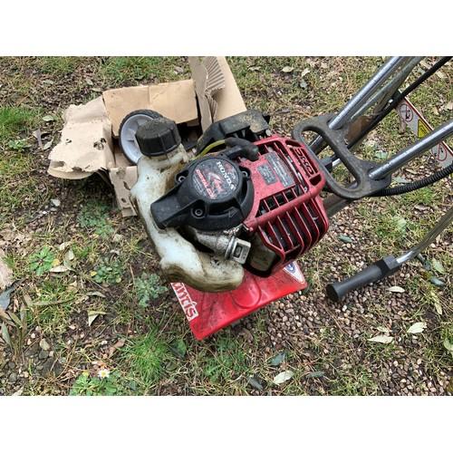 32 - Mantis Rotavator Honda Engine