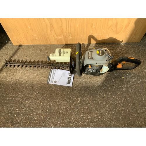 31 - Titan Petrol Hedge Trimmer - Working