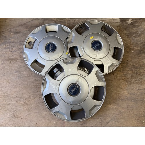 23 - 3x Ford Transit Wheel Trims