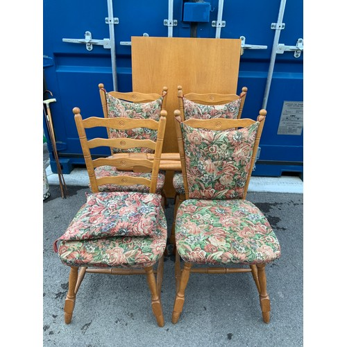 543 - Table and Chairs