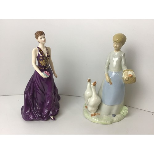 658 - Royal Worcester Anniversary Figurine of the Year 2007 - Juliet and Byron Molds 1980 Figurine