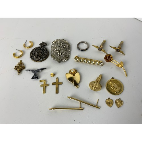 636 - Costume Jewellery and Badges