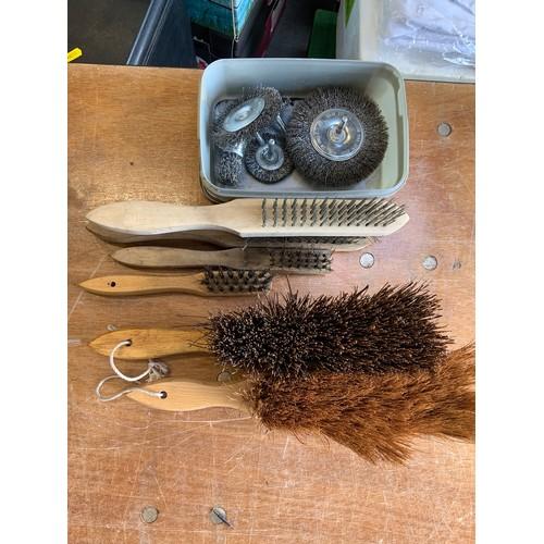 766 - Brushes