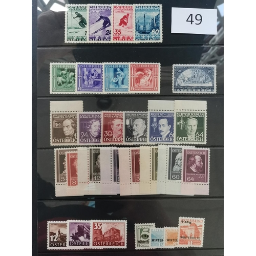 49 - 1922-37 M collection with most commem sets  on 3 stocksheets. Cat. £2 036. (111)...