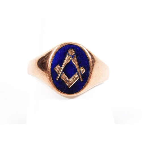39 - A 9ct gold and enamel finish Masonic signet ring, the oval head set with compass and set square, on ...