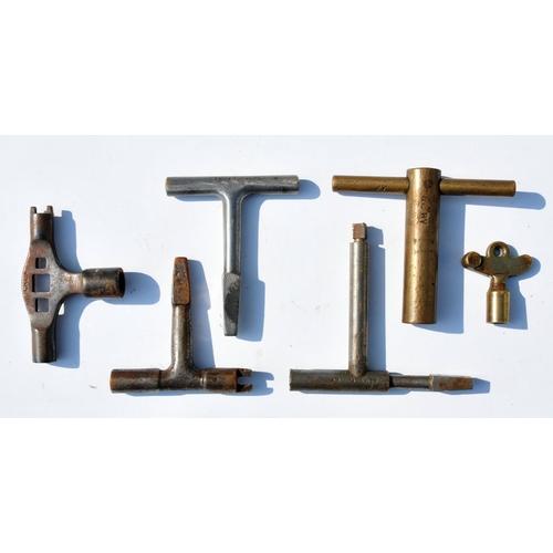 32 - Carriage Keys inc. GER,LNER,LMS (5)....
