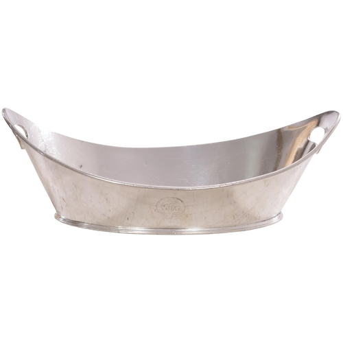 "A Great Western Railway Dining Cars bread basket, by Elkington, the side marked with the pre-grouping garter with a little wear. Silver plate, length 12½"". (Postage Band: B)"