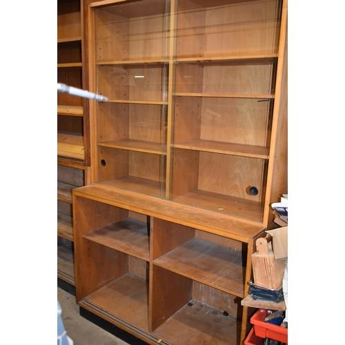 223 - A glazed display unit 4' x 6' x 20
