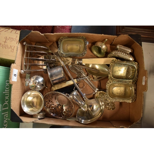8 - A collection of metalware to include silver plate toast rack etc...