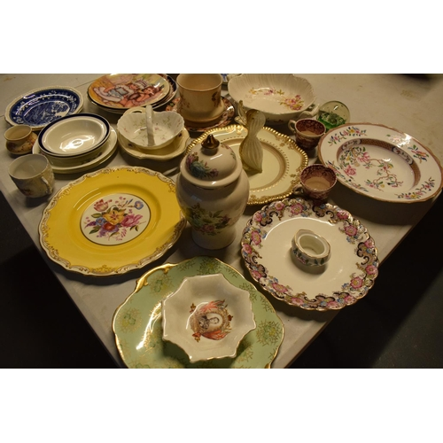 5O - A mixed collection of items to include Caithess, Spode, Sadler, Worcester etc  Condition is mixed. N...