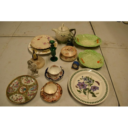 5P - A mixed collection of items to include novelty golf teapot, Aynsley, Carlton Ware etc  Condition is ...