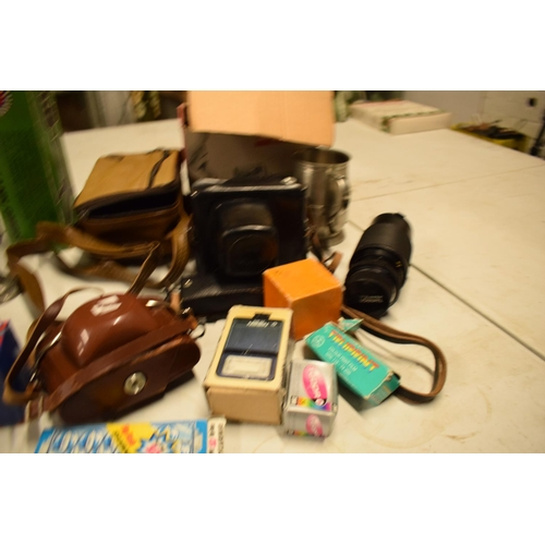5R - A mixed collection of items to include camera equipment, tankards, novelty cigarette dispenser etc  ...