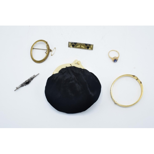 215 - A mixed collection of jewellery to include a velvet purse, gold plate on silver ring, rolled gold ba...