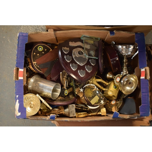 10h - A collection of trophies. Condition is mixed. No condition reports available, please check the photo...
