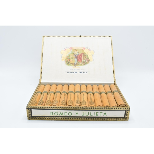 A cased set of 25 Romeo y Julieta Cedros De Luxe No.1 cigars made in Habana, Cuba. Appear to be in good condition. Box is showing signs of age and wear etc. there is a nail in the lid of the box to act as a catch. Tobacciana and smoking Interest.