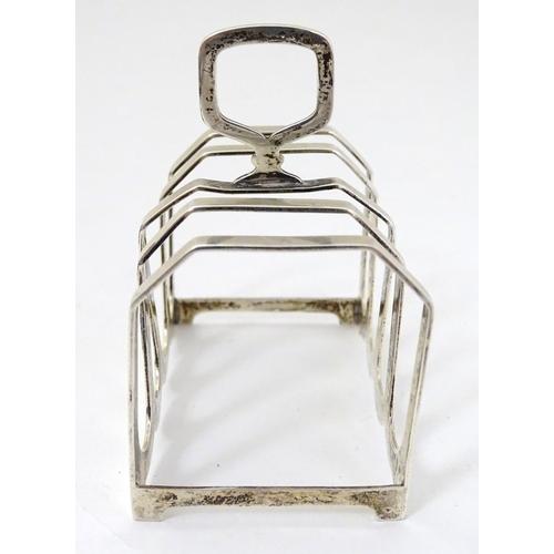 29 - An Art Deco silver 5 bar toast rack hallmarked Birmingham 1941 maker William Suckling Ltd. (54g) 3''...