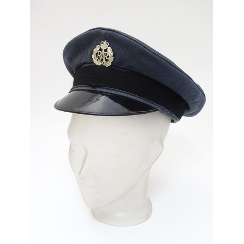 Militaria: A mid 20thC Royal Air Force ensign peaked cap with