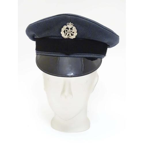 Militaria: A mid 20thC Royal Air Force ensign peaked cap