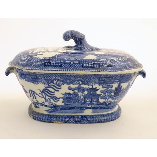 45 - A quantity of blue and white items, to include a twin handled bowl decorated with Classical urns and...