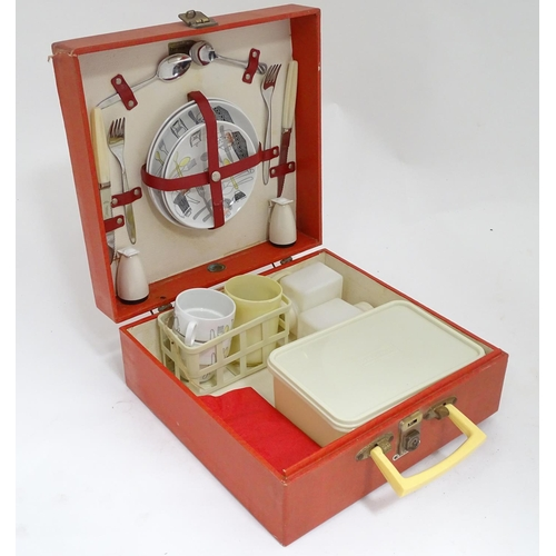 45 - A vintage/retro Brexton picnic set...