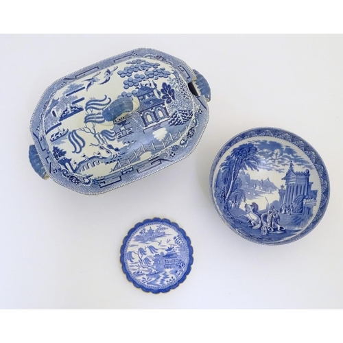 41 - Three assorted blue and white items to include a small lobed dish with a gilt rim in the Willow patt...