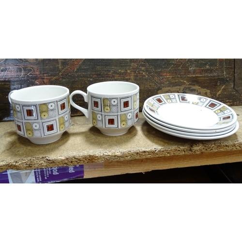7 - Vintage Retro : a small collection of 'Rushstone , Ironstone ... Ceramics retro ceramics (10) togeth...
