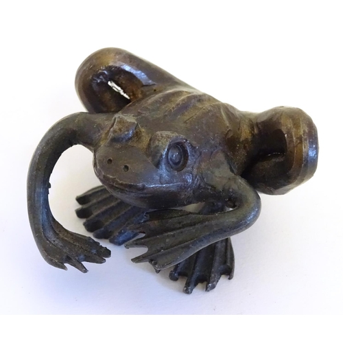 824 - A naive bronze model of a frog. Approx. 1 1/2