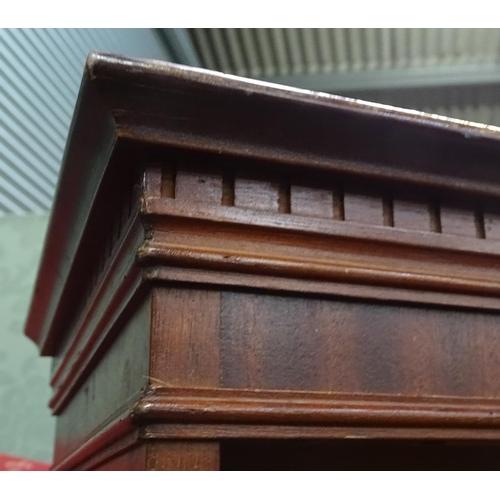 10 - A 20thC mahogany bookcase. Approx. 36 1/2