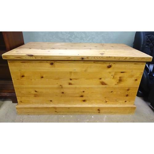 13 - A 20thC pine trunk. Approx. 37