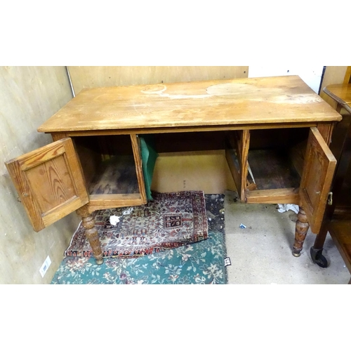 55 - An early 20thC pine desk / wash stand. Approx. 41 1/2