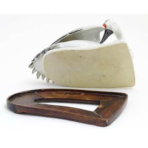 30 - A model of a swan on a fitted wooden base. Approx. 5 1/4