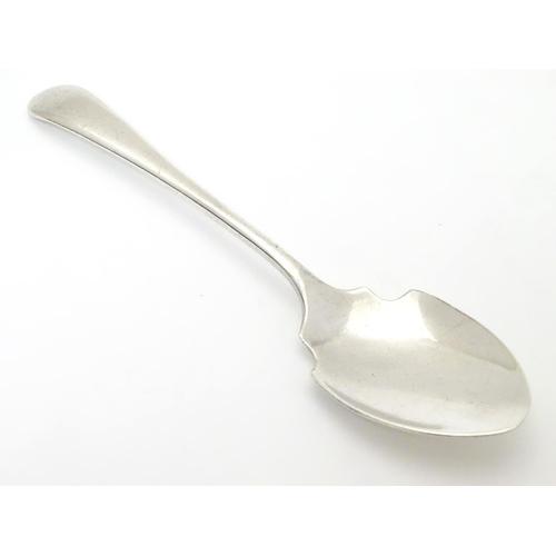 402 - A silver preserve spoon hallmarked Sheffield 1932 maker Viner's Ltd (Emile Viner). Approx 5 1/2
