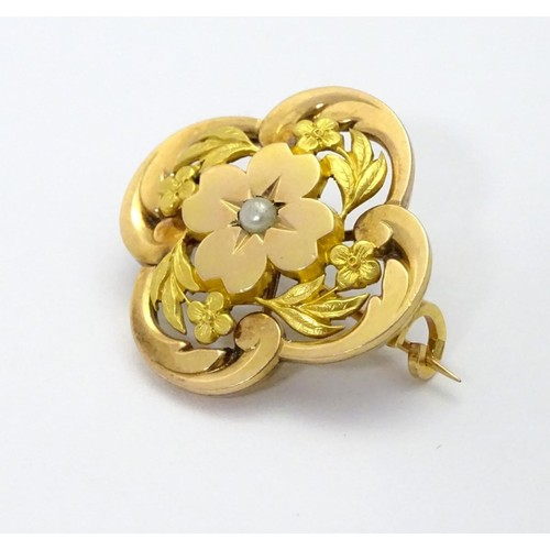 596 - A 9ct gold brooch set with central seed pearl 1'' diameter