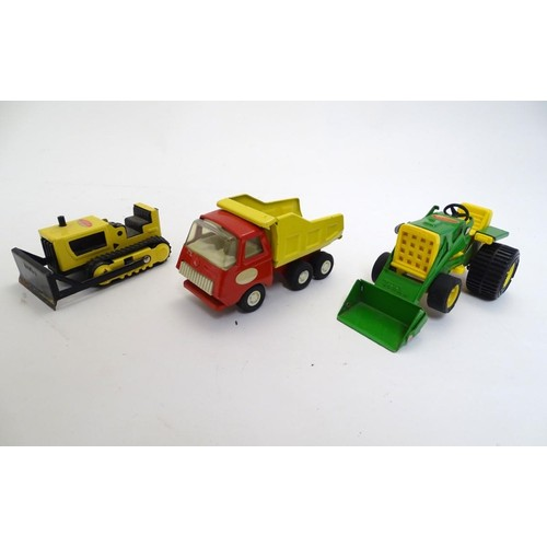 870 - Toys: A quantity of vintage Tonka Toys vehicles, comprising a large pickup truck with driver,  motor...