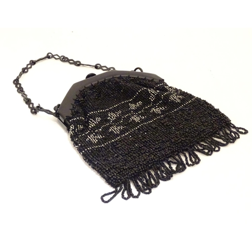 1083 - A 20thC bead work bag /purse with banded detail. Approx. 7
