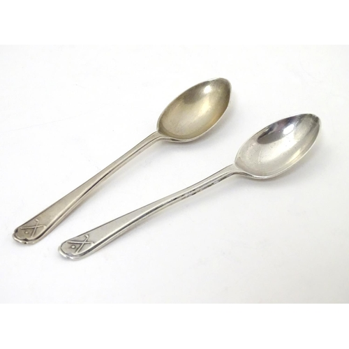 265 - A pair of silver teaspoons with crossed golf club and ball decorations to handles. Hallmarked Sheffi...