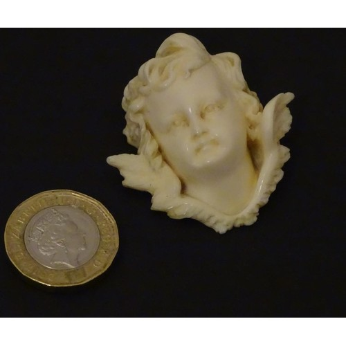 1109 - A Victorian carved ivory head of an angel, in the manner of Raphael's angels. Approx. 1 3/4