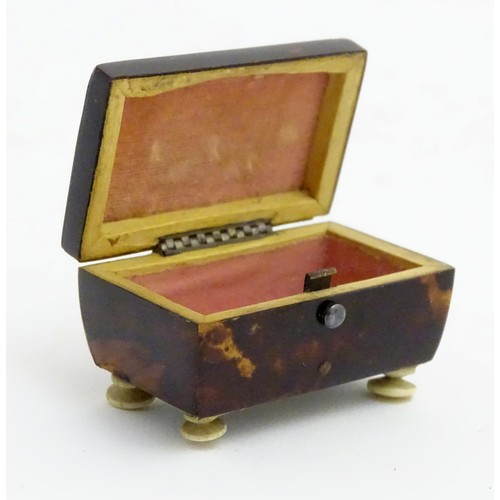 1179 - A 19thC blond tortoiseshell snuff box with hinged lid and squat bun feet. Approx. 2