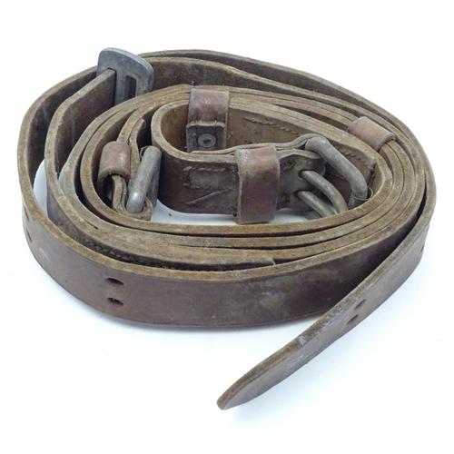 1195 - A Victorian equestrian / horse leather girth strap. Approx. 95