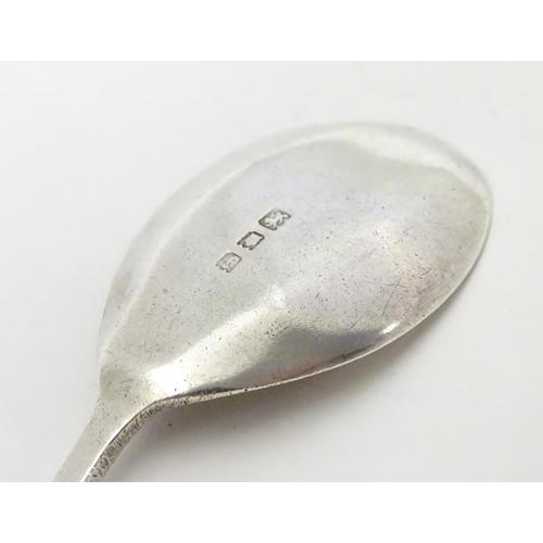 286 - A silver jam / preserve spoon, hallmarked London 1921.  4 3/4