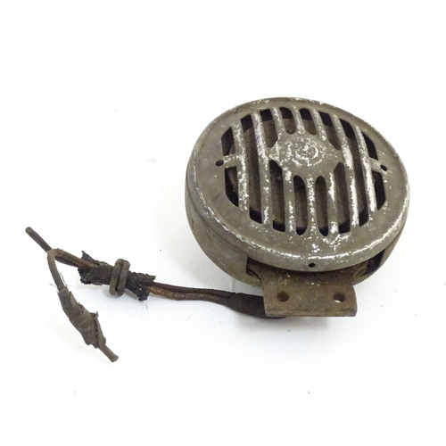1354 - Vintage cars, motoring: an early 20thC car horn, 5 3/8
