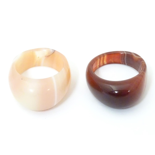 538 - Two retro 20thC agate hardstone dress rings. ring size approx R and U 1/2 (2)