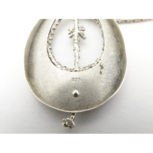 551 - A silver pedant 2 1/2