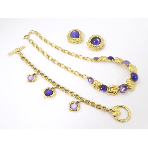 581 - Vintage costume jewellery : A suite of jewellery by Trifari comprising necklace, bracelet and earrin...