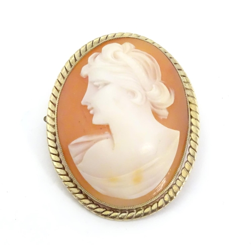 599 - A shell carved cameo brooch depicting the bust of a classical lady 1 1/2