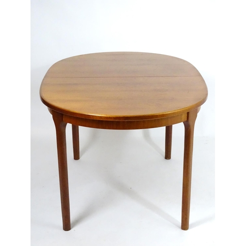 1573 - Vintage retro, mid-century: a teak oval extending dining table by McIntosh of Kirkaldy, with interna...