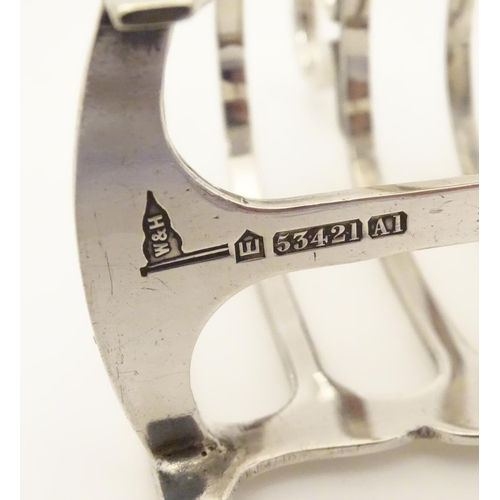 376 - A silver plate 5-bar toast rack,  maker Walker & Hall. 3 1/2